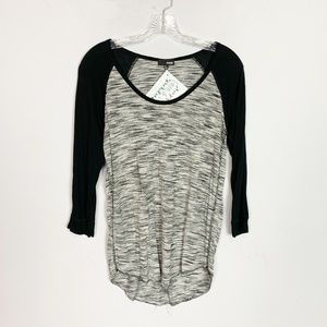 Wilfred Aritzia grey & black baseball tee small